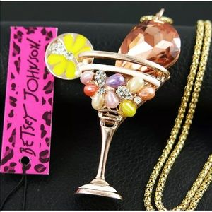 Cocktails, anyone?  Great necklace!!